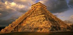 Los Mayas, tenían interesantes estrategias de guerra. Una de sus mejores armas era lanzar un nido de avispas al enemigo.
