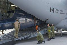 Members from Canadian Forces Base Trenton prepare to load three CH-146 Griffon helicopters into a CC-177 Globemaster aircraft at CFB Trenton, Ontario, May 4, 2016. Photo: Corporal Ken Beliwicz, 8 Wing Imaging TN12-2016-0345-010