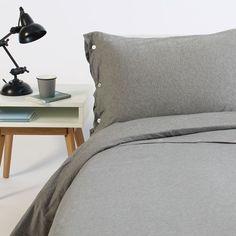 Dit dekbedovertrek is gemaakt van zacht jersey materiaal en heeft een mooie grijs melange kleur.