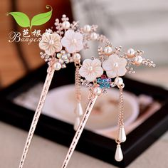 These gorgeous hair pins Korean Accessories, Jewelry Accessories, Jewelry Design, Hair Jewelry, Fashion Jewelry, Ancient Jewelry, Hair Sticks, Hair Ornaments, Hanfu
