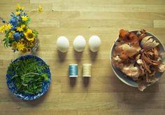 Этот прекрасный мир: Как красить яйца в луковой шелухе