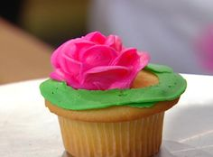 Buddy Valastro's Red Rose Cupcakes