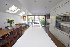 Hire interior designers and builders London for loft conversions and house extensions, such as side return kitchen extensions for Victorian terraced houses. Get an instant online quote and see how you can benefit from a side return extension. Side Return Extension, Rear Extension, Extension Ideas, Extension Google, Victorian Terrace House, Edwardian House, Victorian Kitchen, Kitchen Diner Extension, Open Plan Kitchen