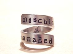 Mischief Managed - Magic Inspired - Aluminum Wrap Ring  - Gift Under 20 par FamilyHouseStampin sur Etsy https://www.etsy.com/fr/listing/130709342/mischief-managed-magic-inspired-aluminum