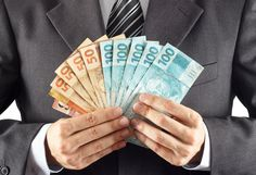 Transferir dinheiro do Brasil para os EUA fica ainda mais caro