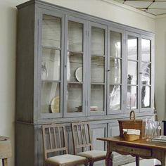NEUTRAL HEAVEN - Interior Design and Mood Creation: Glass fronted kitchen cupboards