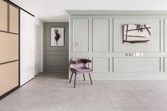 갈마영풍타운 Home Trends home buying trends 2018 Painted Wainscoting, Dining Room Wainscoting, Condo Design, Modern Home Interior Design, Moldings And Trim, Home Trends, New Living Room, Bed Styling, Apartment Interior