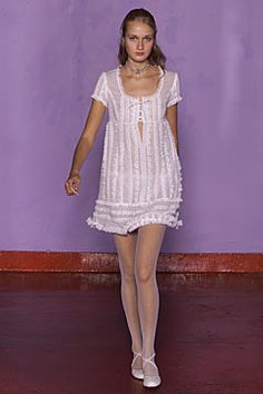 Anna Sui Spring 2002 Ready-to-Wear Collection Slideshow on Style.com