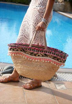 Straw Beach Bag. Summer Straw Bag. Pom Pom Beach Bag. Straw Tote. Beach Tote. Pom Pom Beach Tote. Borsa Paglia Grande. Free Shipping. by DaniellaGeorgiou
