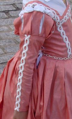 italian Renaissance dress   silver belt in some of the pictures, but I actually prefer the dress ...