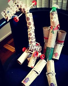 Marionetes: girafa e Pinóquio. Feitas com rolos de papel higiênico palitos de churrasco tampinhas de garrafas pet arames encapados e barbante. Super divertidas! #feitoamao #feitopormim #euquefiz #kids #criança #oficina #education #educaçãoartística #arte #art #ideiascriativas #eco #sustentabilidade #sustentavel #protecaoambiental #protecaodanatureza #escola #brinquedo #teatro #ideias http://ift.tt/1T946lV by smvaa58 http://ift.tt/1TikcLS