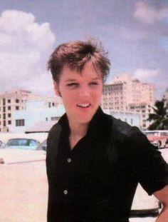 ELVIS I LOVE YA Elvis Presley Priscilla, Elvis Presley Images, Rare Elvis Photos, Rare Photos, Young Elvis, Good Hair Day, Beautiful Voice, Music Icon, Graceland