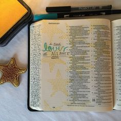 check out the side of her Bible…it's the books of the Bible. Journaling Bible | Good Friends apileofashes.com