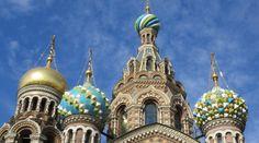 """""""Prachtig! In een woord prachtig. Het lijkt op geen enkele manier op wat je je wel eens voorstelt bij de voormalige Sovjet Unie. St. Petersburg is een verzameling van brede straten, mooie kathedralen en... veel hoge hakken!""""  #reizen #stedentrip #vakantie"""
