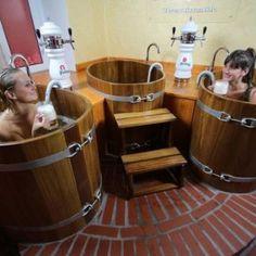 Łaźnie piwne w Termach Rzymskich - relacja | Sauny w Polsce Kobiety w Łaźni piwnej