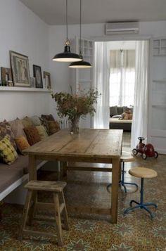 Nos encargan la renovacion de esta vivienda unifamiliar en pleno corazon de Barcelona. Familia multicultural, con un hijo, en busca de un hogar de verdad!Succesion de espacios