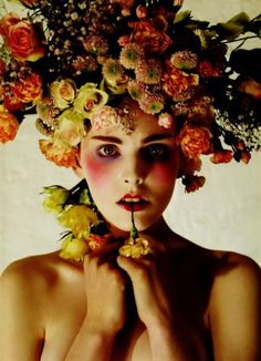 i have a professional pic like this but i'm lying on the ground with flowers like this around my head! i like it!