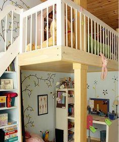 Un altillo en la habitación infantil. Otro opción para habitaciones con techos altos...