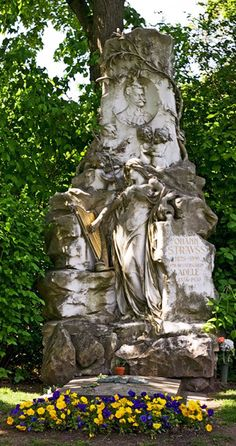 Zentralfriedhof en Viena, Austria - La tumba de Johann Strauss II imágenes