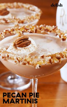 This Pecan Pie Martini Is Better Than Dessert I don't drink martinis but this sounds yummy Alcohol Drink Recipes, Martini Recipes, Cocktail Recipes, Rumchata Recipes, Cocktail Drinks, Fall Drinks Alcohol, Margarita Recipes, Christmas Drinks, Holiday Cocktails