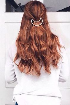 Beautiful Red Hair on @cassiedulworth who is wearing her layered Stawberry Blonde #LuxyHairExtensions for volume <3