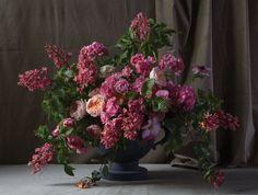 How To Create a Flower Arrangement That Looks Like a Dutch Still Life - Floral arrangements Floral Style, Floral Design, Thanksgiving Flowers, Dutch Still Life, Silk Floral Arrangements, Victorian Flowers, Flower Market, Ikebana, Flower Designs