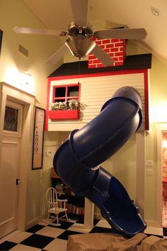Uma bonita casinha de campo equipada com uma rápida saída. | 31 maneiras geniais de trazer o playground para dentro de casa