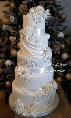 Love wedding cake topper, unique cake toppers for weddings, letter cake toppers, wooden heart cake topper, wedding cake decoration gold - Ideal Wedding Ideas Fondant Wedding Cakes, Black Wedding Cakes, Floral Wedding Cakes, Wedding Cake Rustic, Elegant Wedding Cakes, Beautiful Wedding Cakes, Wedding Cake Designs, Wedding Cupcakes, Wedding Cake Toppers