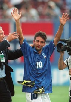 Roberto Baggio has become European football's forgotten genius, cruelly renowned for one moment of failure Soccer Players, Football Soccer, Fifa, History Of Soccer, Roberto Baggio, Antonio Conte, Soccer World, Action Poses, European Football