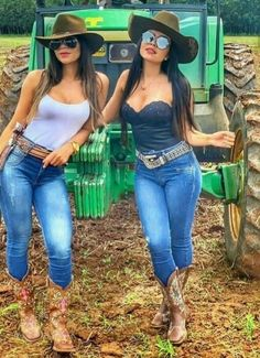 Sexy Cowgirl Outfits, Rodeo Outfits, Country Girls Outfits, Cute Outfits, Cute Country Girl, Looks Country, Country Women, Cowgirl Look, Cowboy Girl