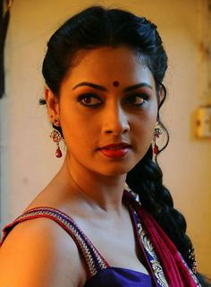 Pooja Umashankar in the movie Vidiyum Munn Beautiful Bollywood Actress, Beautiful Indian Actress, Beautiful Actresses, Beautiful Lips, Most Beautiful Women, Beautiful Saree, Beauty Full Girl, Beauty Women, India Beauty