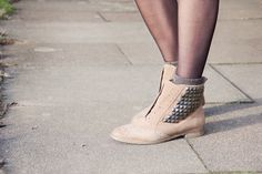 Sam Edelman boots (via Girl in the Lens)