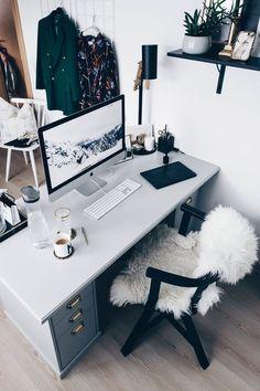 Home Office Layout Ideas Home Office Simples, Home Office Setup, Home Office Chairs, Office Workspace, Home Office Design, Office Furniture, Office Ideas, Desk Setup, Bureau Design