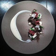 216 отметок «Нравится», 2 комментариев — Army of Chefs (@army_of_chefs) в Instagram: «Dark chocolate aero and cauliflower by @thomekas ・・・ Tag your best plating pictures with…»