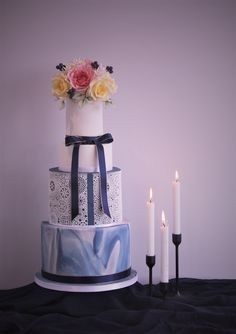 Candlelight is an amazingly simple way to add to your cake dis… - Modern Wedding Cake Maker, Wedding Cakes, Edible Lace, Rose Gold Morganite Ring, Marble Cake, Sugar Art, Sugar Flowers, Simple Way, Spring Wedding