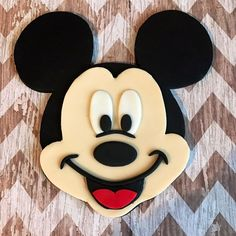 Only place your orders if they are needed after June . Fondant edible Mickey OR Minnie Mouse inspired cake topper mickey face Bolo Mickey, Mickey Cakes, Mickey Y Minnie, Mickey Mouse Birthday Cake, Minnie Mouse Cake, Mickey Mouse Cake Images, Fete Laurent, Fnaf Cake, Pastel Mickey