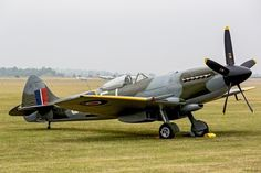 You can't imagine the feeling of wonder, viewing a vintage aircraft and watching a vintage aircraft flying. Ww2 Fighter Planes, Ww2 Planes, Fighter Aircraft, Fighter Jets, Ww2 Aircraft, Military Aircraft, Spitfire Supermarine, Spitfire Airplane, Air Machine