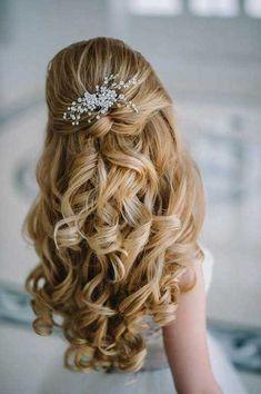 105 haute medium length hairstyles for women hair trends 2020 water Dance Hairstyles, Best Wedding Hairstyles, Homecoming Hairstyles, Bride Hairstyles, Hairstyles With Bangs, Trendy Hairstyles, Medium Long Hair, Medium Hair Styles, Curly Hair Styles