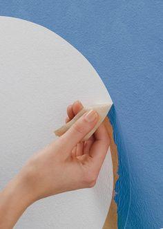 Wer schon häufiger Maler- oder Streicharbeiten durchgeführt hat, weiß, dass die anschließende Entfernung von Farb- oder Lackresten sehr zeitaufwändig ist. Aber es gibt Mittel und Tricks, wie man sich das lästige Saubermachen ersparen kann.