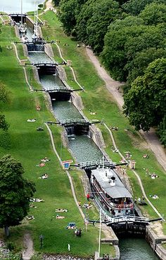 amazing way to travel downhill in a canal boat manmade utilitarian structures that look like works of art Göta kanal/canal in Sweden Places Around The World, Travel Around The World, Around The Worlds, Places To Travel, Places To See, Voyage Suede, Sweden Travel, Travel Europe, Belle Photo