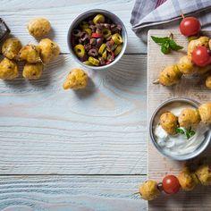 Ελιοκεφτέδες / Oliveballs. #olives #fingerfoods #fingerfoodrecipes #sidedish #sidedishrecipes #greekfood #greekrecipes #greekfoodrecipes #sintagespareas #συνταγές #συνταγέςμαγειρικής Sprouts, Side Dishes, Vegetables, Recipes, Food, Recipies, Essen, Vegetable Recipes, Meals