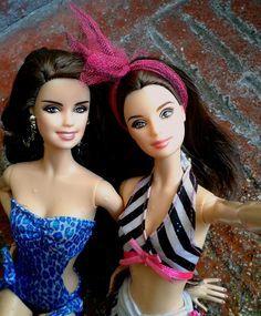 Barbie Dolls in Swimsuits ( ◕‿◕ )