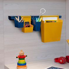 Os organizadores da Linha Neo estão disponíveis nas cores amarelo e azul marinho, e configuram uma linha exclusiva assinada pela Intervento Design para organização de escritórios. Super funcionais, conferem estilo a qualquer ambiente.