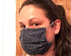 masque en tissus marine, à pois Lisa Marie, Sunglasses Women, Etsy, Beauty, Navy Fabric, Protective Mask, Fabrics, Objects, Face