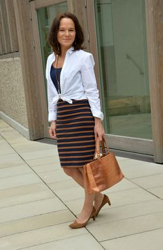 How to Wear a White Shirt with a Pencil Skirt - Lady of Style. A Fashion Blog for Mature Women.