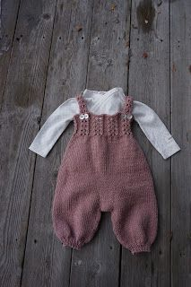 Diy Crafts - Brand new and luxurious pattern set from Go Handmade. This pattern set includes: - Pattern for 3 rompers & 6 months) - Accessori Diy Crafts Knitting, Knitting For Kids, Baby Knitting Patterns, Baby Patterns, Baby Girl Dungarees, Baby Overalls, Knit Baby Pants, Knitted Baby Clothes, Sewing Baby Clothes