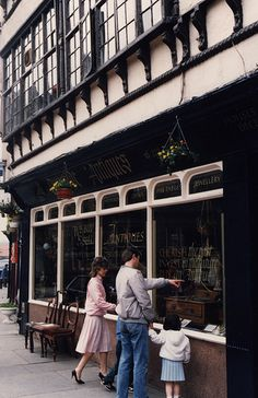 052258:Bessie Surtees House Sandhill Newcastle upon Tyne Unknown 1988 by Newcastle Libraries, via Flickr I think this is now either a pub, or the English Heritage office?