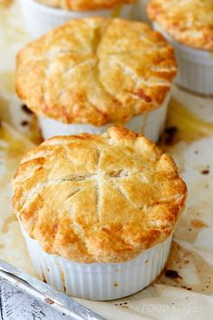 This is the ultimate homemade chicken pot pie recipe. The ingredients and the pr. - Food and drink - This is the ultimate homemade chicken pot pie recipe. The ingredients and the process are simple. Best Homemade Chicken Pot Pie Recipe, Best Chicken Pot Pie, Chicken Recipes, Chicken Pot Pie Recipe Pioneer Woman, Individual Chicken Pot Pies, Ramekin Chicken Pot Pie Recipe, Easy Pot Pie Recipe, Chicken Pop Pie, Chicken Pot Pie Recipe Puff Pastry