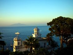 Capri to Vesuvius  #pompeii #vesuvius #vesuvio #faunopompei #travel #italy #napoli #volcano #ruins #mountvesuvius #pompei #mountain #excursions #travel #italy #naples #capri