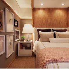 Quarto lindo!!! Destaque para a moldura de madeira delimitando as duas tonalidades da parede e iluminação criando um clima!!! Projeto by @ninha_chiozzini_arquitetura #bedroom #madeira #wood #cool #arquiteta #homedecor #interiors #decoracao #architecture #photo #instabest #instagood #instalove #home #instahome #decoration #decorate #design #lamp #show #blogfabiarquiteta #fabiarquiteta Acessem➡️www.fabiarquiteta.com